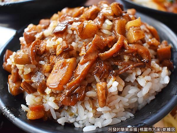 乾麵居06-滷肉飯.JPG