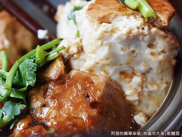 乾麵居12-滷豆腐特寫.JPG
