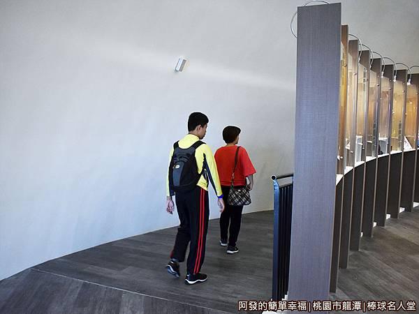 台灣棒球名人堂18-7樓往6樓斜坡.JPG