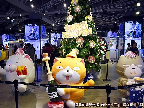 白爛貓玩轉派對05-大型白爛貓系列角色公仔區與聖誕樹.jpg