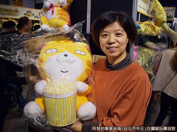 白爛貓玩轉派對32-商品區-抱枕區留影.JPG