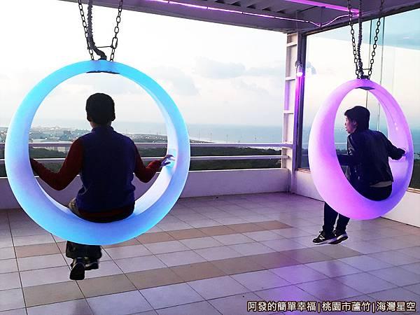 海灣星空09-2樓發光的月牙鞦韆.jpg