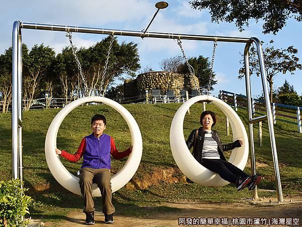 海灣星空15-庭園上的月牙鞦韆.JPG