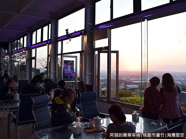 海灣星空20-窗邊即可觀看夕陽美景.JPG