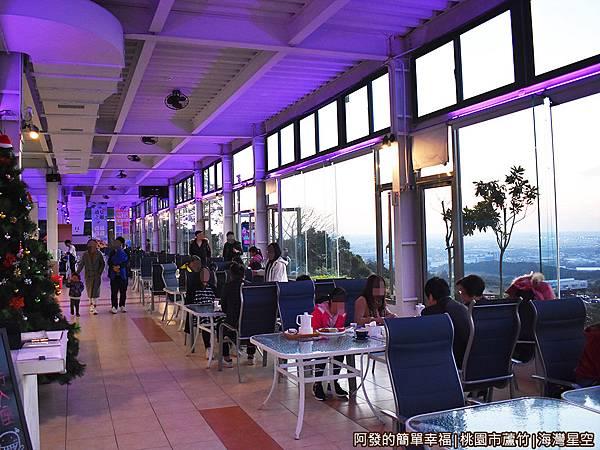 海灣星空19-傍晚室內用餐區亮起浪漫的燈光.JPG