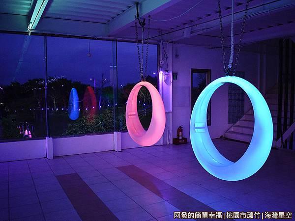 海灣星空33-2樓發光的月牙鞦韆.JPG