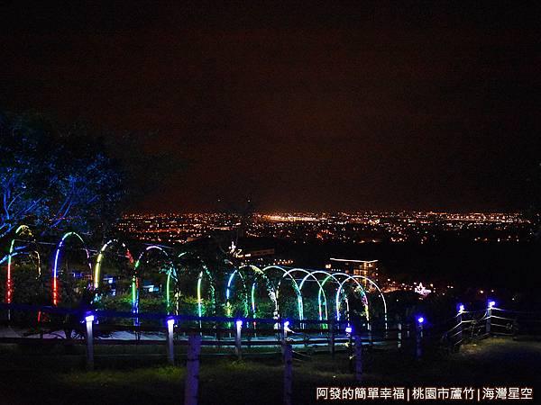 海灣星空38-庭園中的燈光廊道.JPG