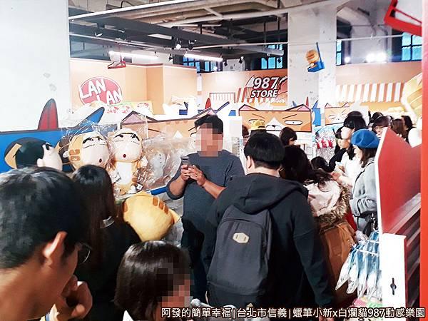 987動感樂園15-展區內滿滿的人.jpg