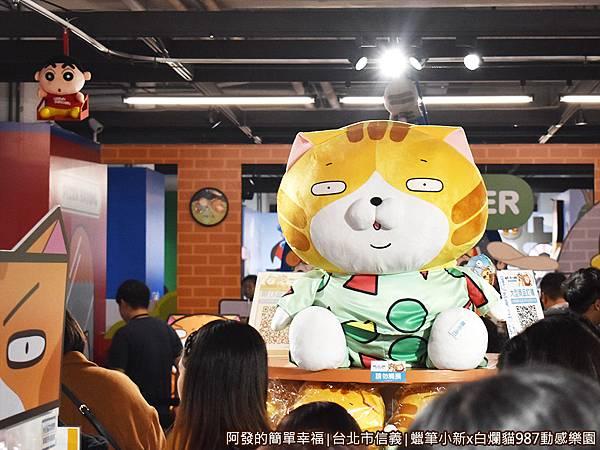 987動感樂園27-蠟筆小新及白爛貓的變裝娃娃-特大隻.JPG