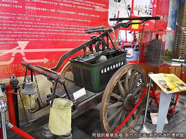 消防博物館09-手推式腕用唧筒消防車.JPG