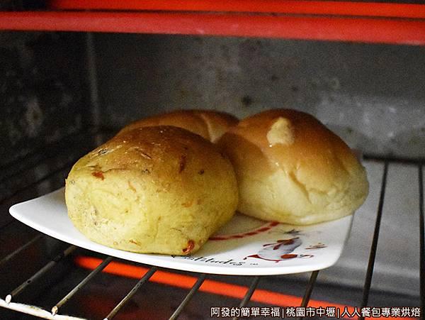 人人餐包11-回到家中烤箱加熱.JPG