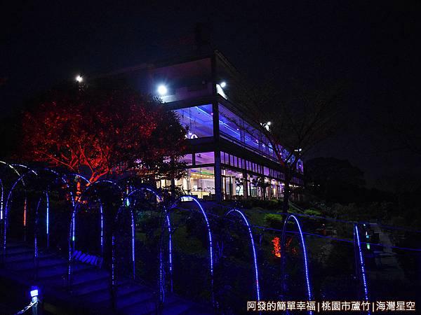 海灣星空28-晚間的建築外觀.JPG