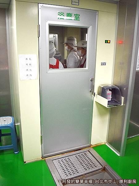 勝利廚房24-浴塵室.JPG