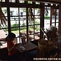 桃園77藝文町24-小賣部-窗外.JPG
