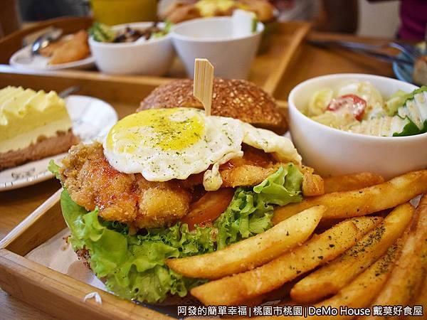 戴莫好食31-泰式甜辣炸雞堡A套餐-側寫.JPG