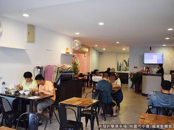 龍巢飯麵館02-店環境.JPG