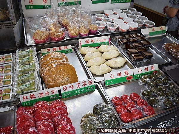 劉媽媽菜包店03-門口的小點區.JPG