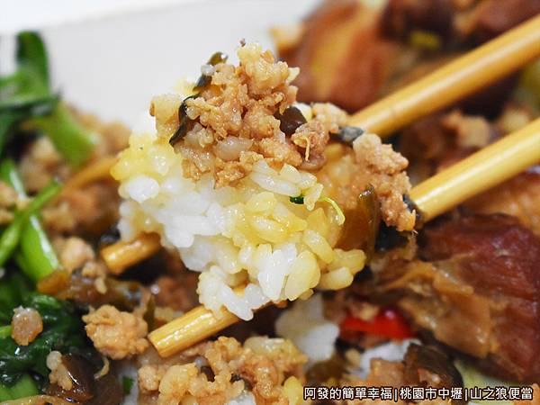 山之狼便當18-焢肉便當-米飯與瓜仔肉.JPG