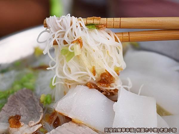 老巷小館20-雙拼湯麵-米粉與粄條特寫.JPG