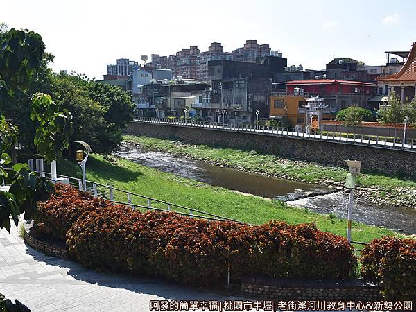 老街溪河川教育中心21-露天陽台上老街溪一景.JPG
