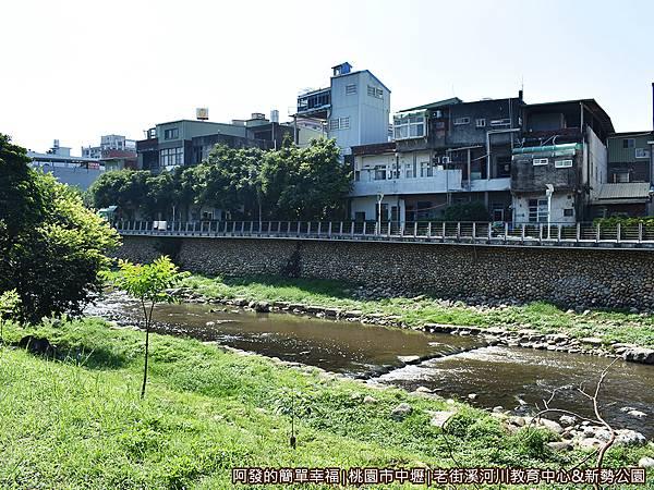 老街溪河川教育中心23-老街溪旁步道往新勢公園.JPG