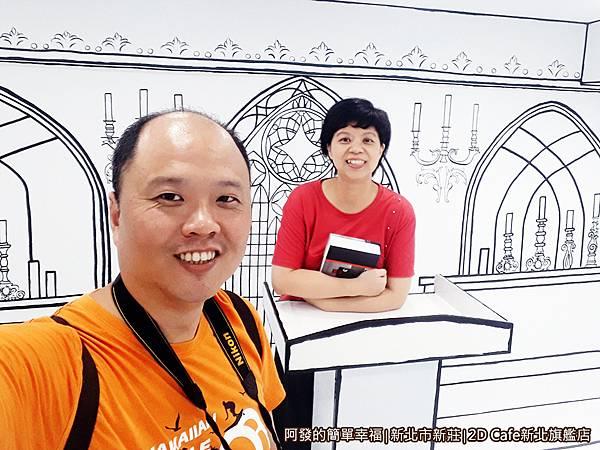 2DCafe新北旗艦店22-小教堂中夫妻倆留影.jpg