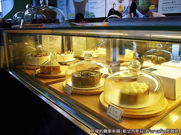 兜咖啡09-蛋糕櫃.JPG