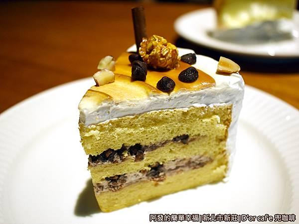 兜咖啡27-妃愛不可榛果蛋糕.JPG