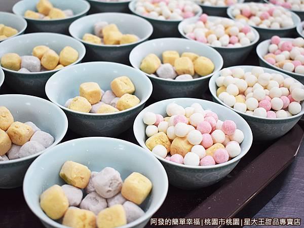 星大王甜品專賣店06-一碗碗的芋圓與小湯圓.JPG