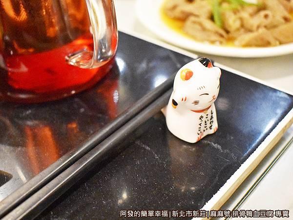 麻麻號30-可愛的貓咪筷架.JPG