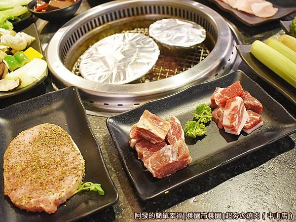 超夯の燒肉17-骰子牛牛肋條日式厚切香草豬.JPG