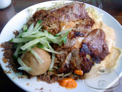 牛角坡早餐店-炒麵大+肉排.jpg