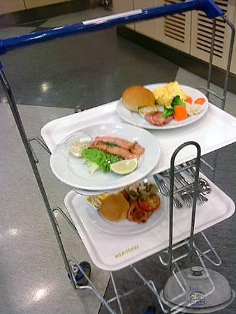 IKEA宜家家居餐廳-點餐處9-餐車.jpg