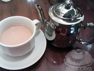 米朗琪咖啡館16熱皇家奶茶140元.jpg