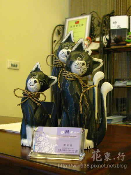 0325民宿客廳的貓飾品.jpg