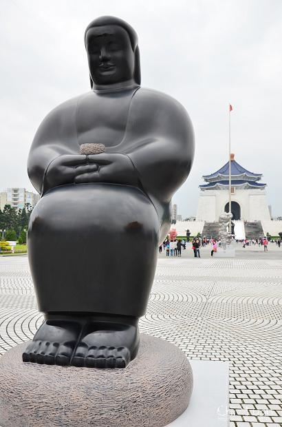 李真戶外雕塑展11.jpg