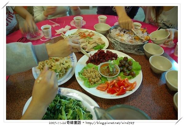 DSC_0072養生午餐_搶食中