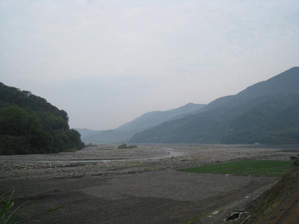 165蘭陽溪旁的河川地都有農民整地耕種.jpg