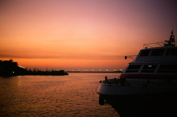 030回到東港,非常漂亮的夕陽呢~