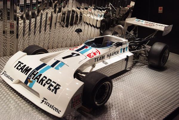 賽車博物館裡有很多賽車~(廢話)