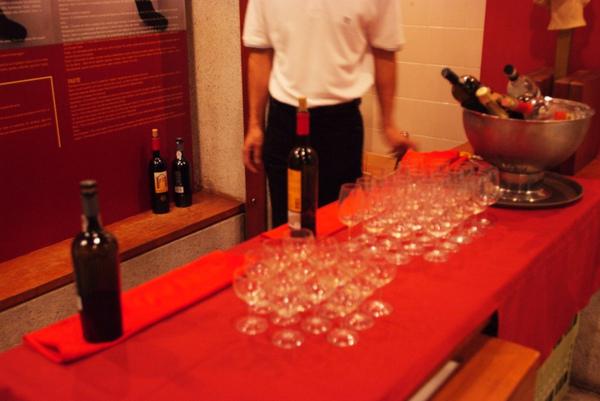 入館參觀有送一杯葡萄酒,會問你要甜酒或不甜的~