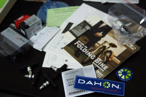 DahonSP8_001  保證書、說明書很多