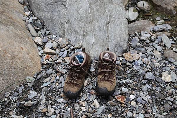 B-登山鞋.jpg