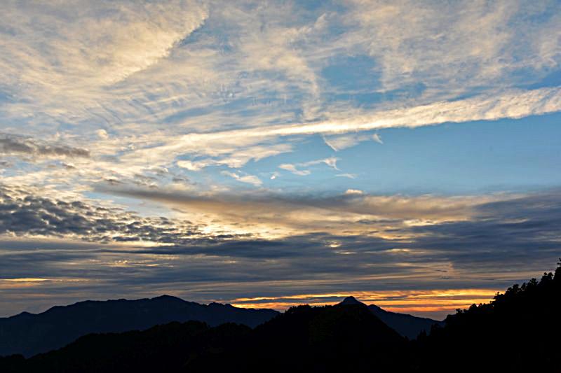 雪山日出3.jpg