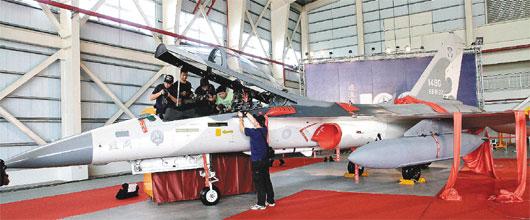 第一批由漢翔公司負責的經國號升級戰機