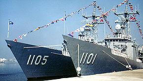 兩艘泊港的成功級巡防艦