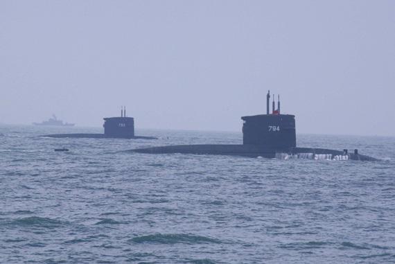 台军793、794号潜艇演练中