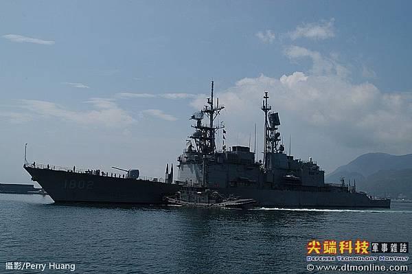 基隆級飛彈驅逐艦_艦上配備62枚標準2型飛彈_蘇澳號DDG-1802_4_基隆級雷達偵測距離400km,戰時可充當備份的戰管中心與陸基戰管系統相較,海上機動的基隆級不易為敵方二砲導彈系統所摧毀。而在加裝Link16等資料鏈路系統後,基隆級將可與編組作戰的艦艇(及其他友軍單位)整合情資、分享相同的戰場圖像,使艦隊的戰力發揮相乘的效果