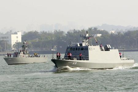 海軍_光華六號後續建造飛彈快艇_司令部2009年12月22日與台灣國際造船公司完成交船儀式海蛟大隊所屬海鷗飛彈快艇在旁迎接.jpg