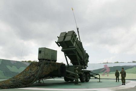 國軍_現役PAC-2飛彈於1996年由陸軍接裝成軍_1998年通過美方戰備測試後正式執行戰備任務_2001年6月20日首次實施飛彈實彈試射命中目標.jpg